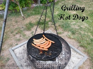 grilling-sausages